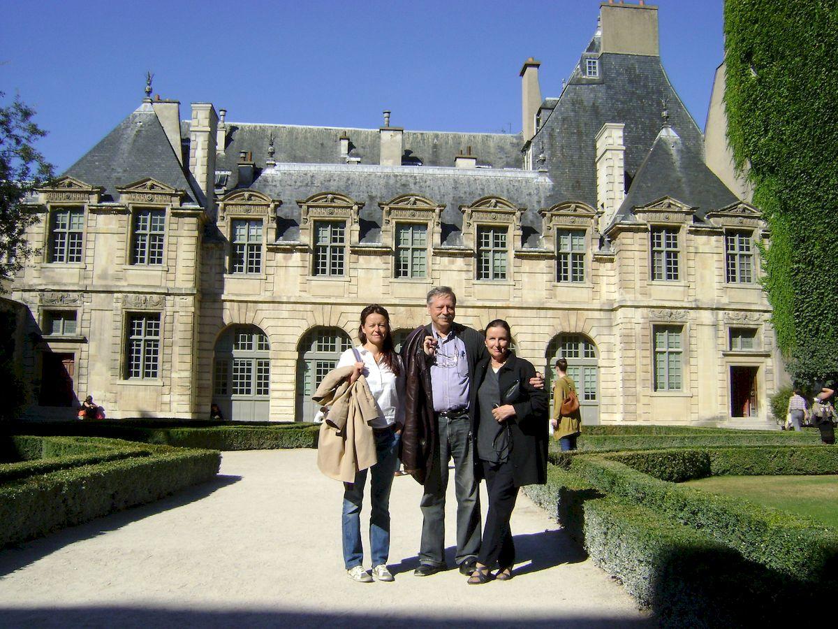 С дочерью и женой во Франции